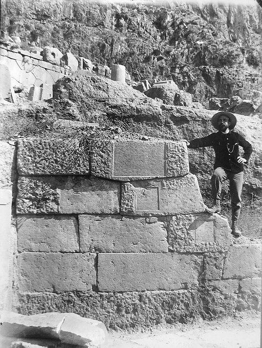 L'archéologue Gaston Colin à Delphes - Archives EfA